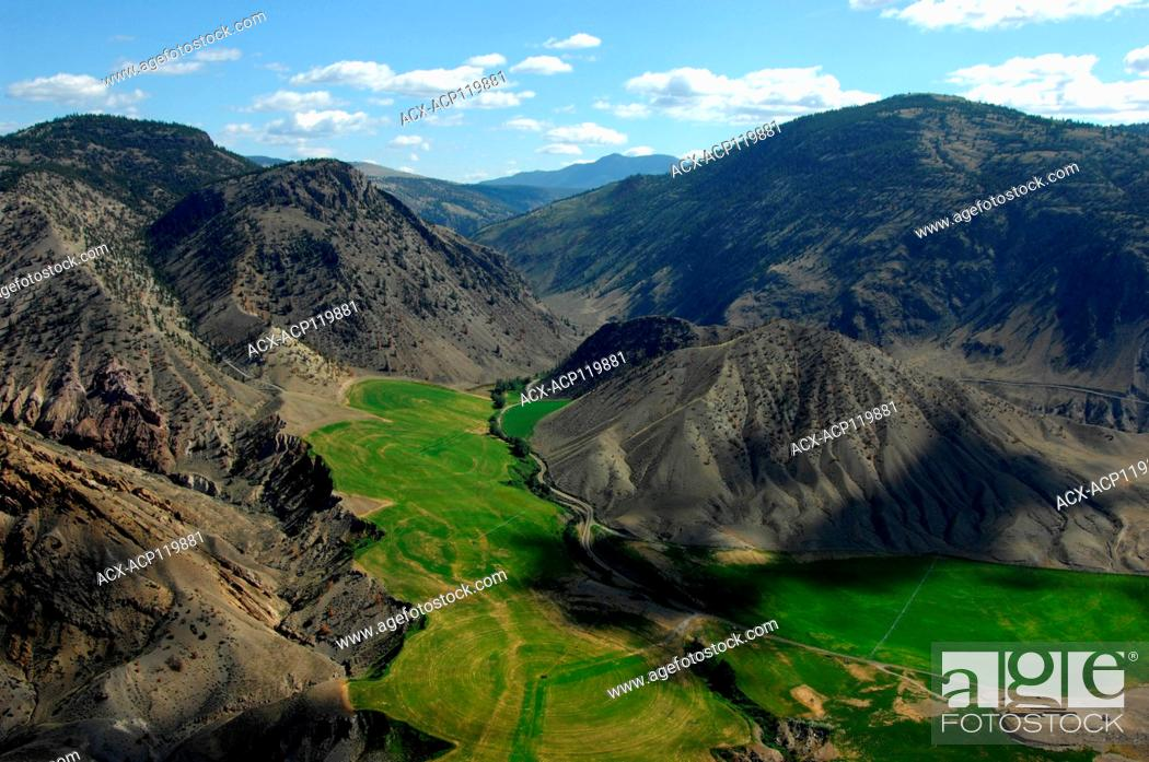 Photo de stock: aerial, irrigation near Fraser River, Big Bar Creek, BC.