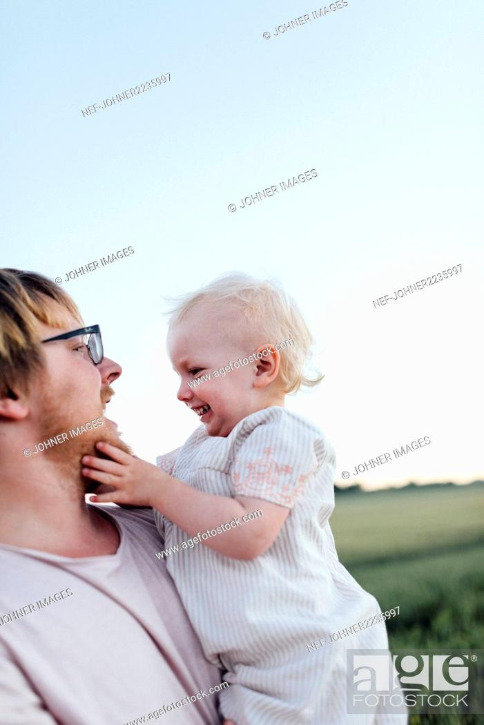 Imagen: Happy father and daughter.