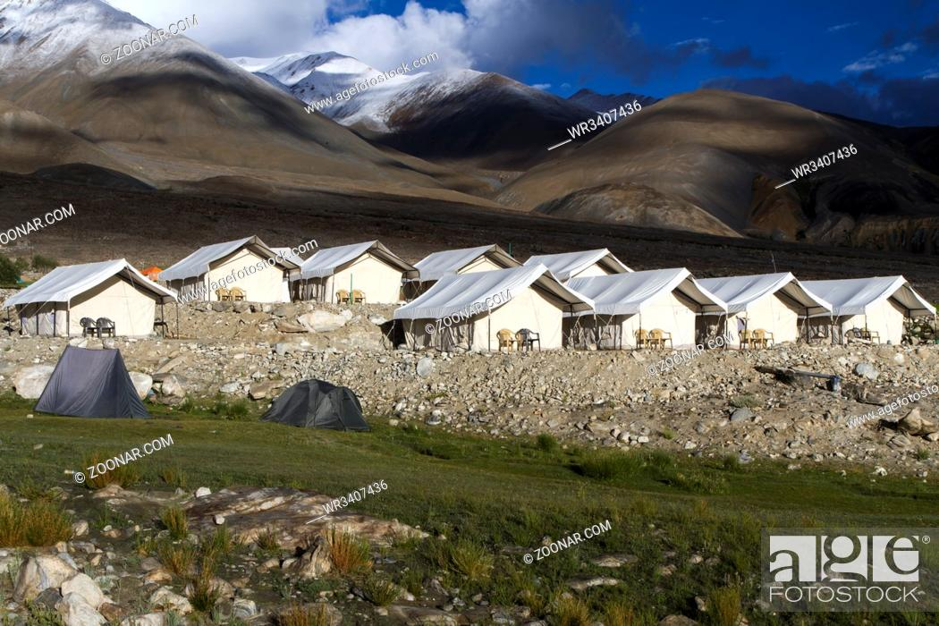 Stock Photo: Camp am Pangong See in Ladakh, Indien.