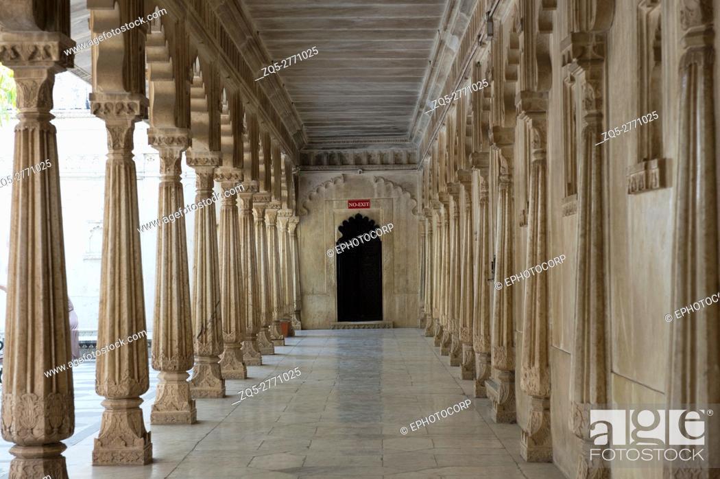 Imagen: Corridor, City Palace, Udaipur, Rajasthan, India.