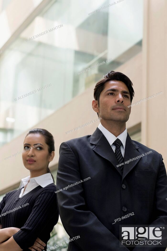 Imagen: Businesswoman looking at businessman standing in front of her.