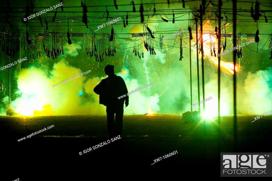 Stock Photo: Mascleta nocturna, fuegos artificiales y abanico de fuegos en las Fallas de Valencia, dia de San Jose, previo a la Crema.