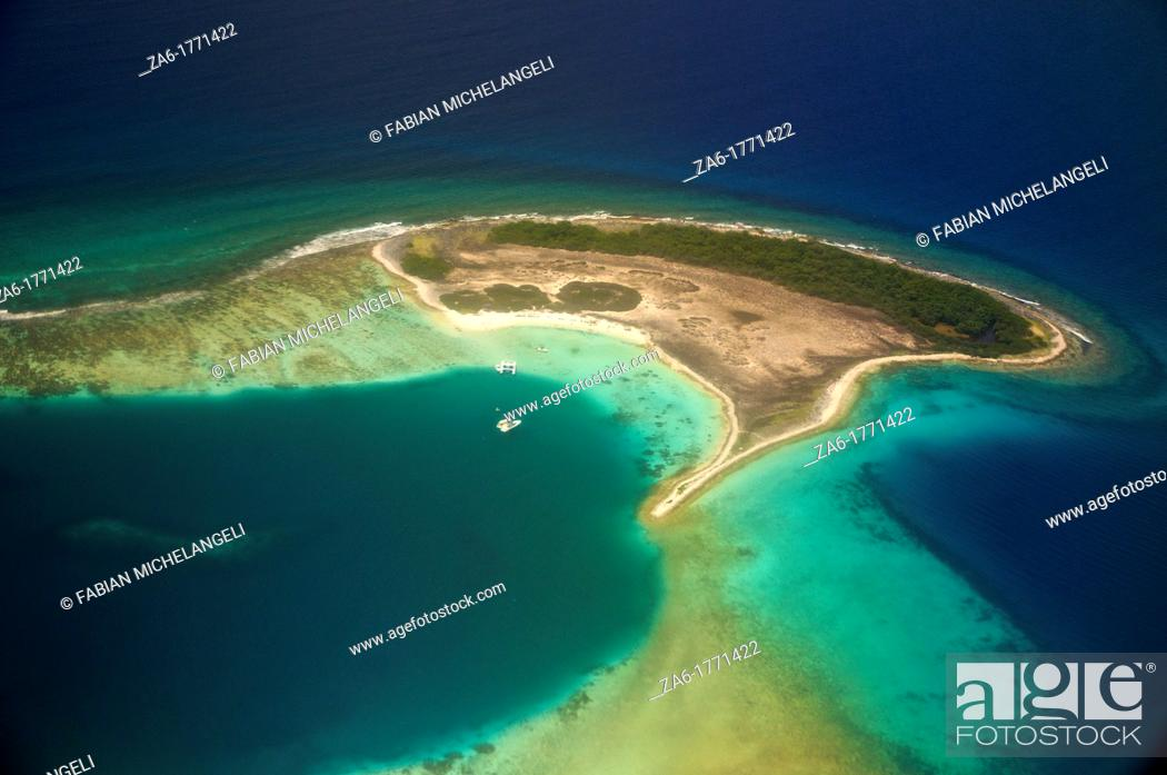 Imagen: Aerial view of coral reef fringed Noronki in Los Roques Archipelago.