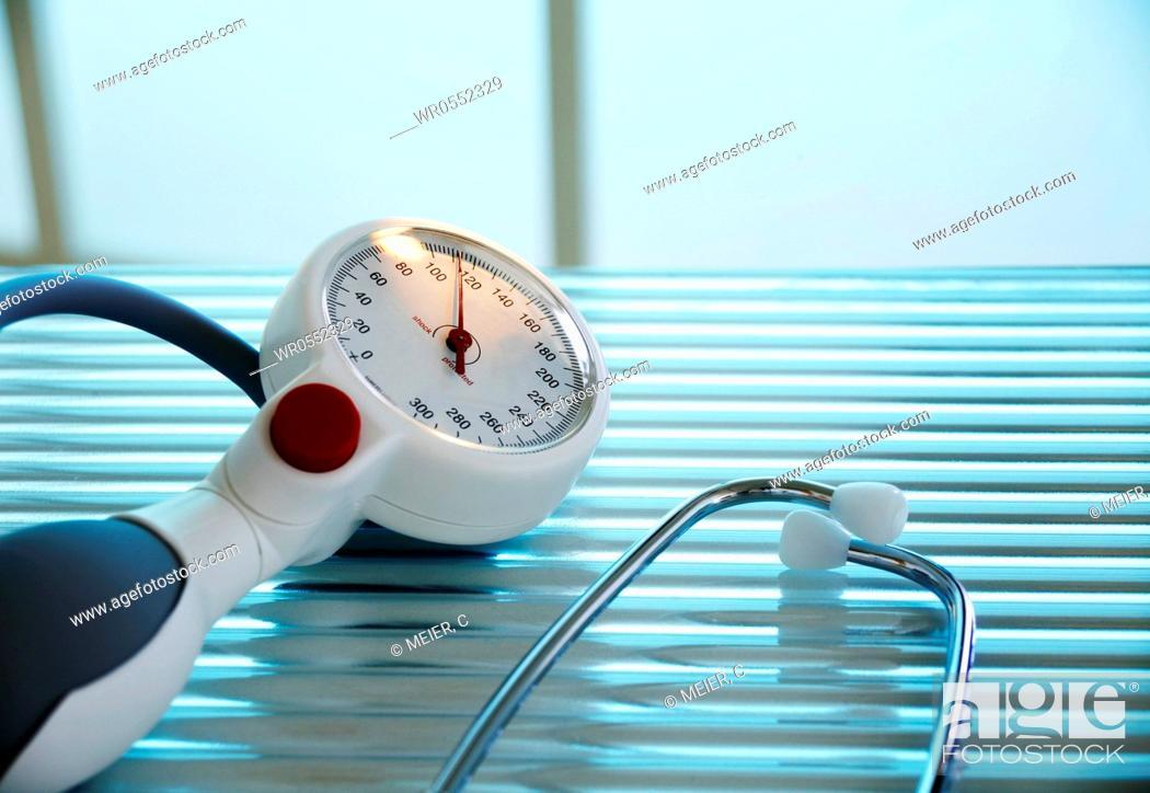 Imagen: blodd pressure meter - sphygmomanometer.