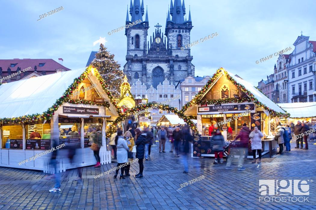 Imagen: Prague - The Old Town Square Christmas Market and Tyn Church.