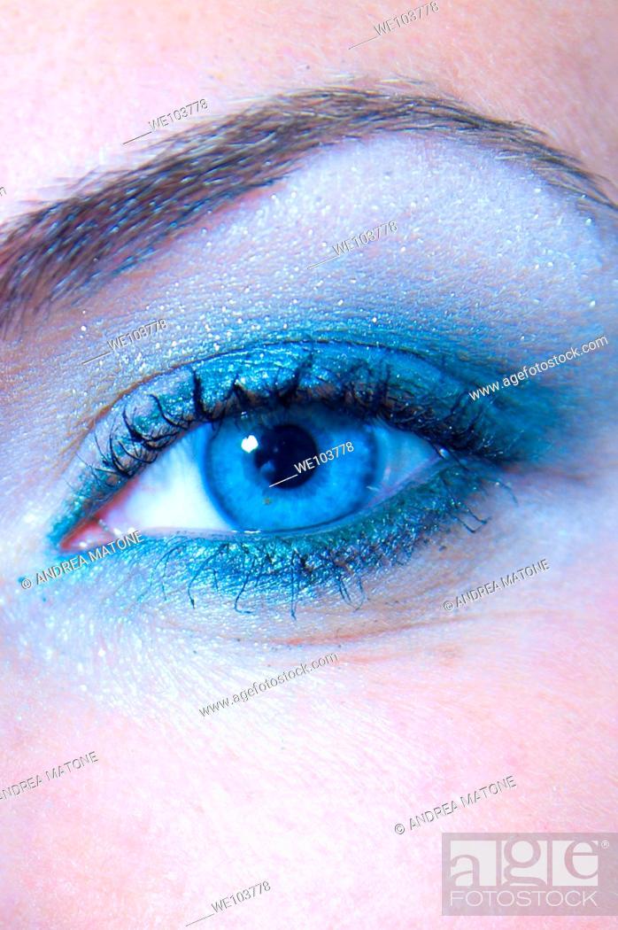 Stock Photo: Female blue eye close up.