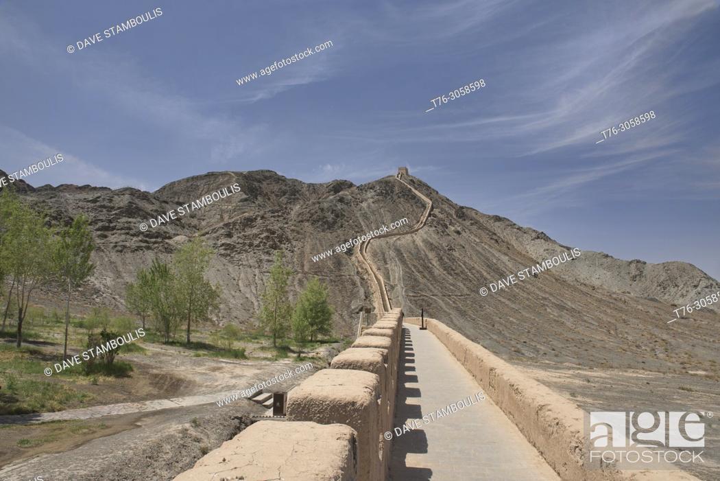 Stock Photo: The Overhanging Great Wall, Jiayuguan, Gansu, China.