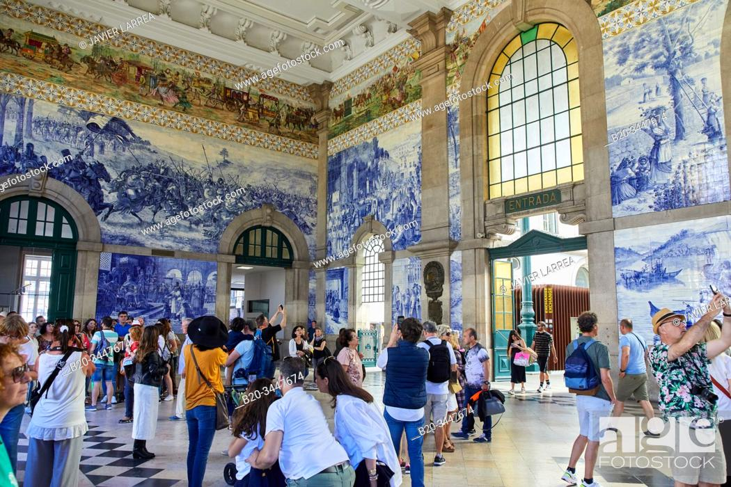 Stock Photo: Sao Bento railway station, station hall with Azulejo tiles, Porto, Portugal.