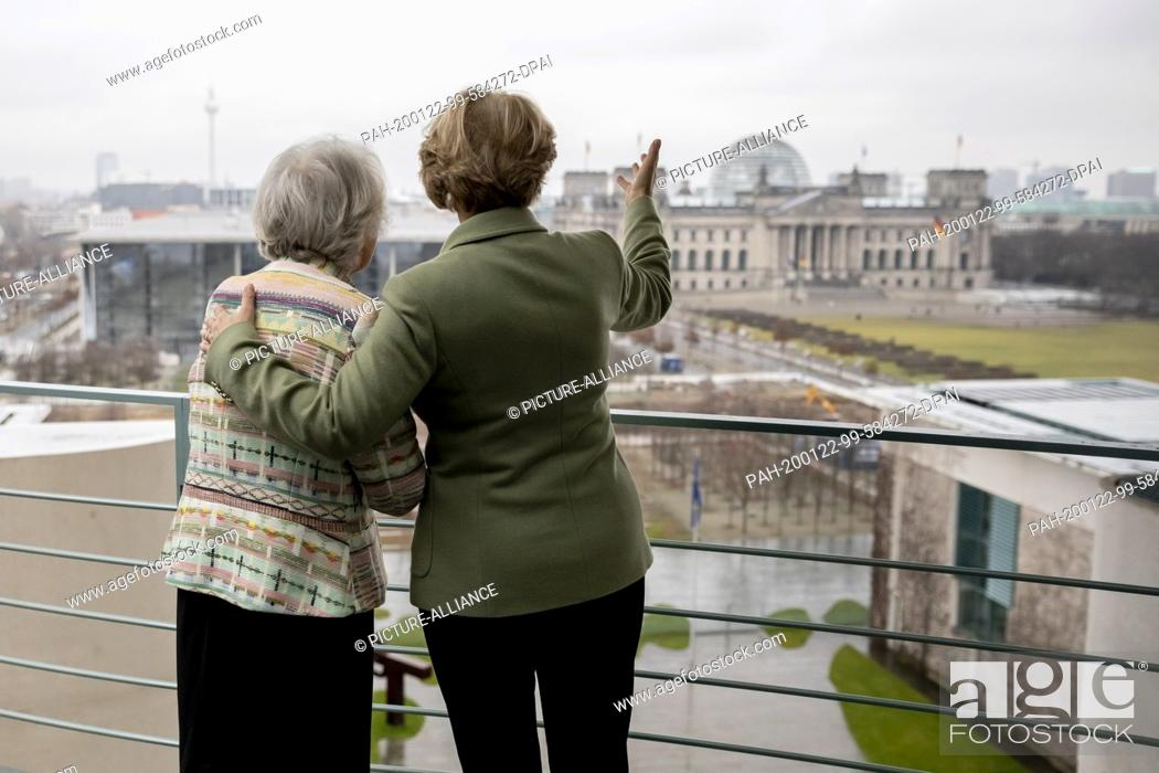 Stock Photo: 22 January 2020, Berlin: Monika Grütters (CDU, r), Minister of State for Culture, and Francine Kahn, grandniece of the art collector Armand Dorville.