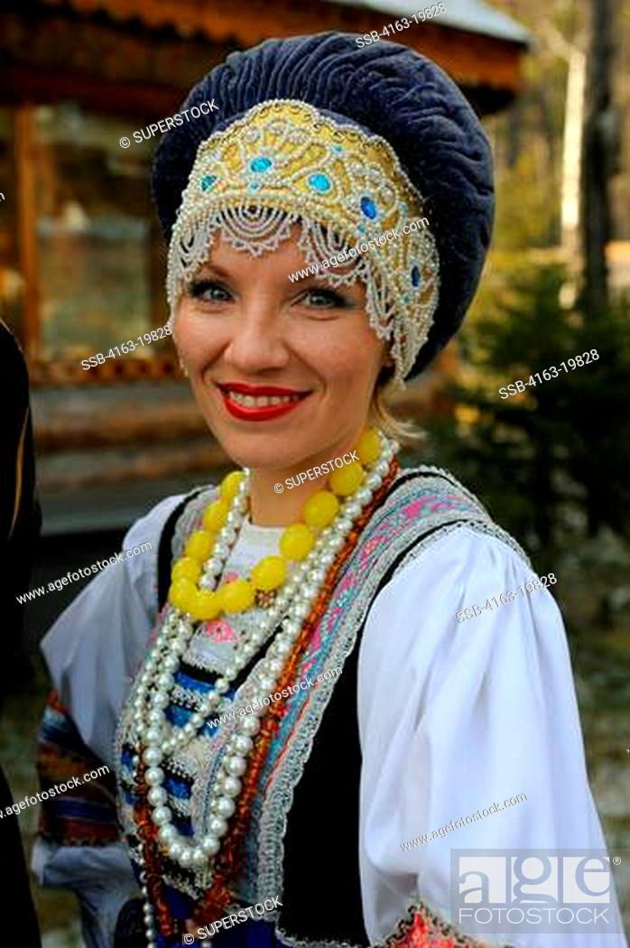 Stock Photo: RUSSIA, SIBERIA, NEAR IRKUTSK, RUSSIAN FOLK GROUP IN TRADITIONAL COSTUME, PORTRAIT OF WOMAN.