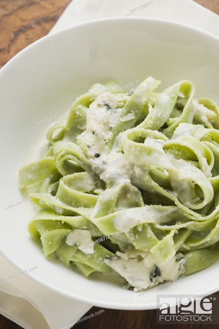 Stock Photo: Green ribbon pasta with blue cheese.
