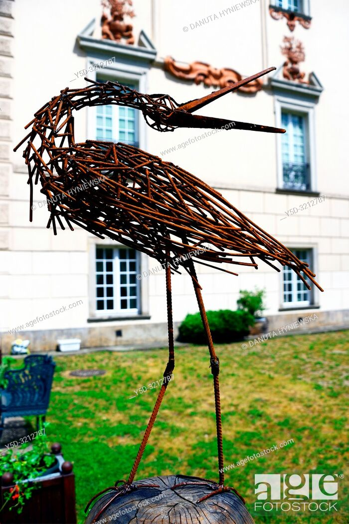 Imagen: Wicker stork - decoration in gardens of Palace in Otwock Wielki or Otwock Grand Palace known also Jezierscy Family palace or Bielinscy Family palace.