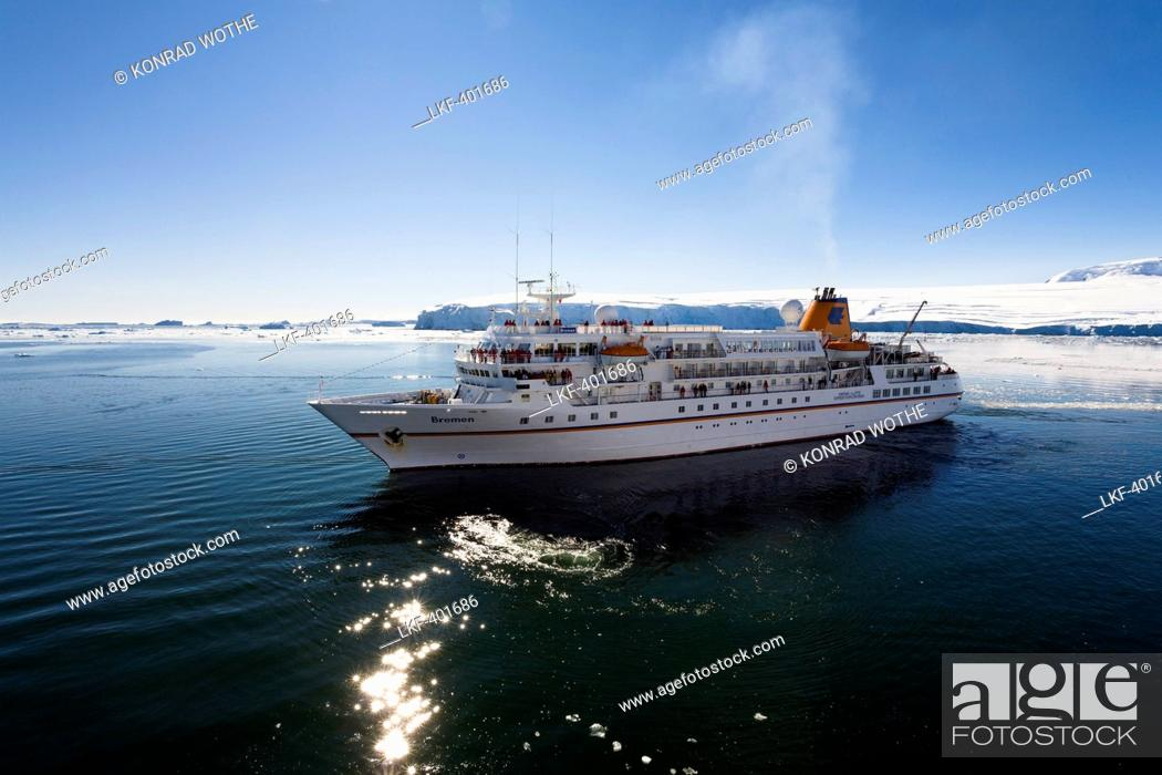 Imagen: cruise ship MS Bremen, Prospect Point, Antarctic Peninsula, Antarctica.