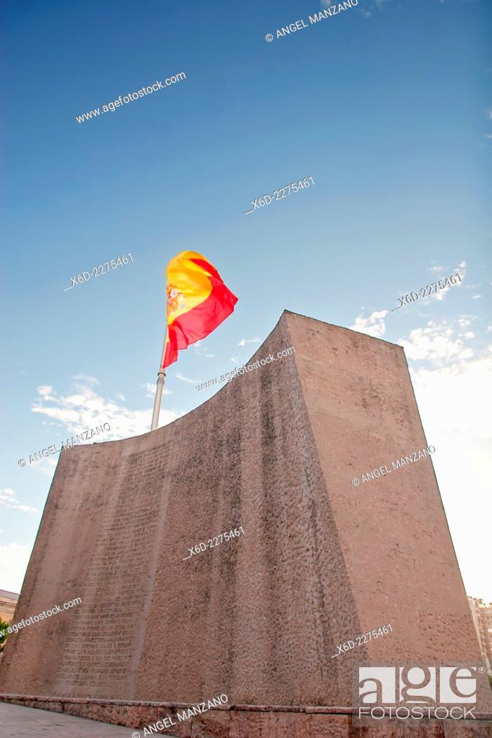 Stock Photo: Colon square and Columbus monumet, Madrid.