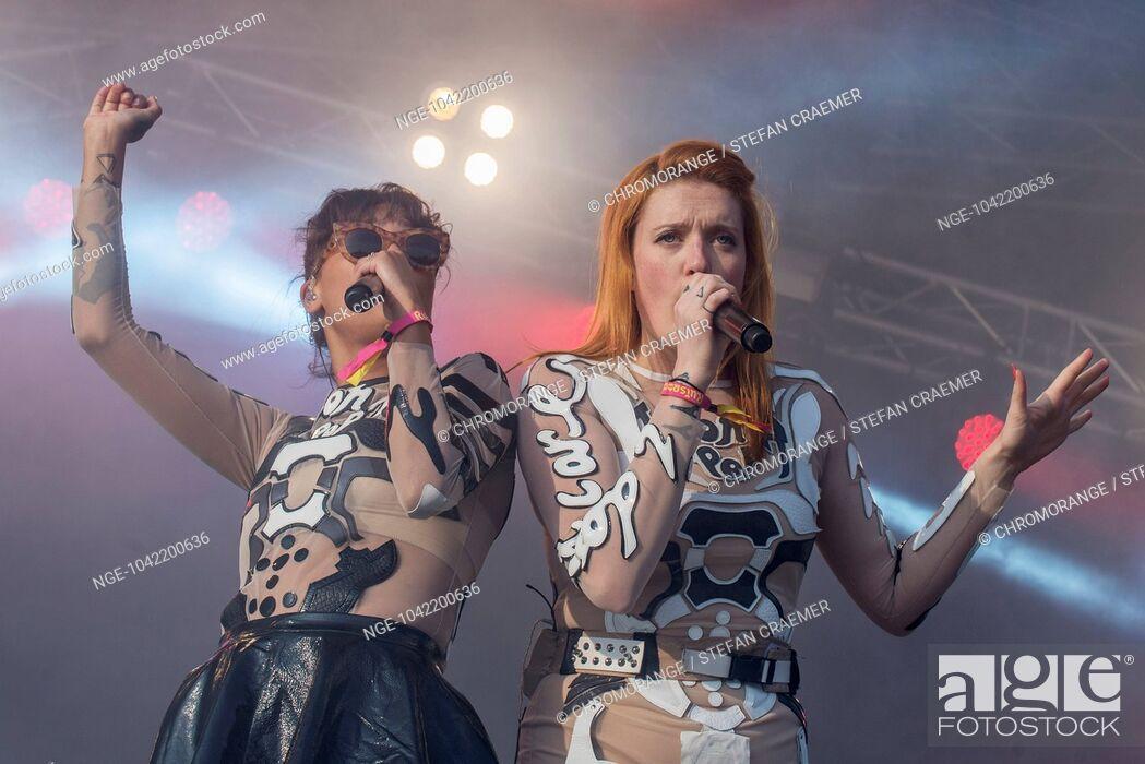 Imagen: Icona Pop auf Ruisrock 2014.