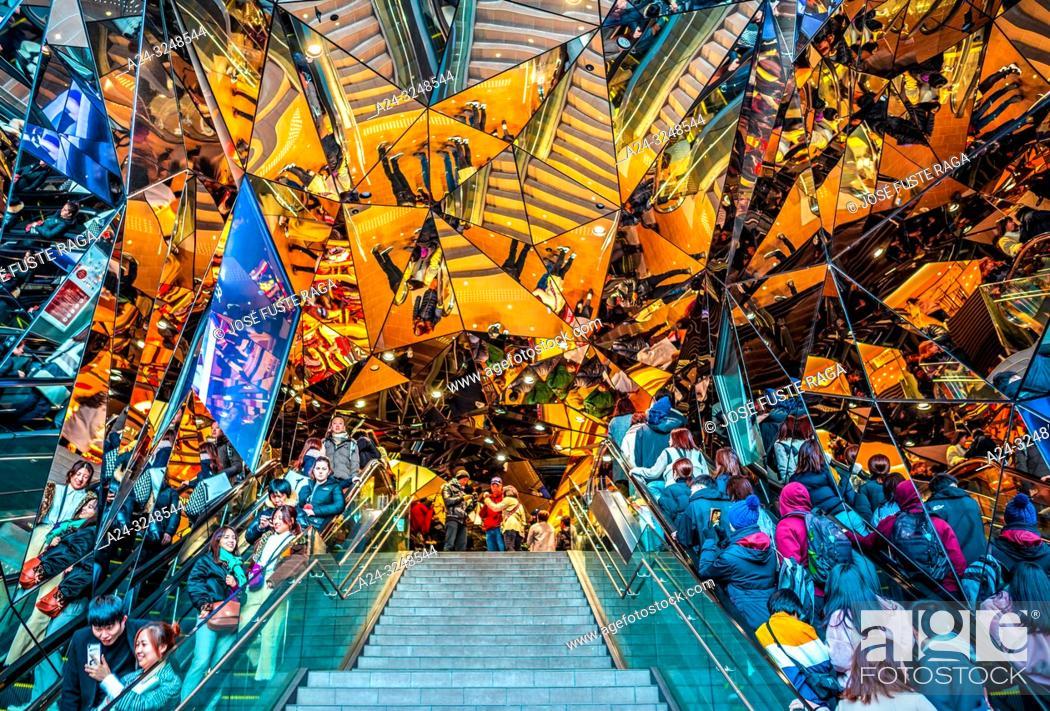 Imagen: Japan, Tokyo City, Harajuku District, Shopping Mall entrance.