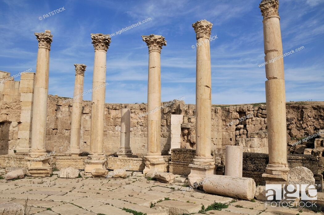 Stock Photo: Cardo Maximus column street in Jerash, Jordan.