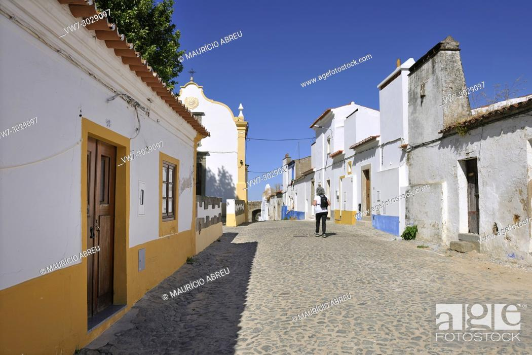 Imagen: Redondo, a traditional village in Alentejo. Portugal.
