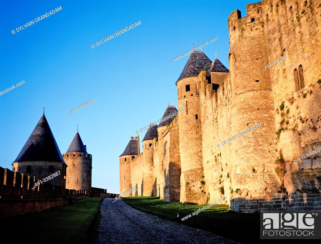 Stock Photo: France, Aude, Carcassonne, Cite Medievale, ramparts, sunrise.