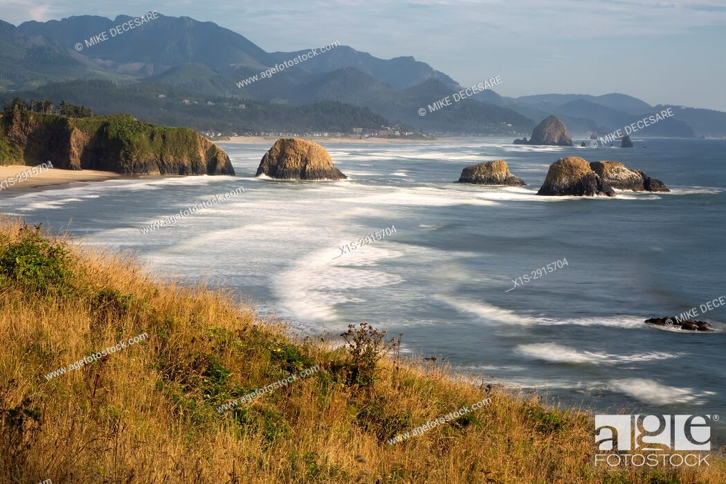 Stock Photo: Dramatic Views of the Oregon Coast and Pacific Ocean from Chapman Point.