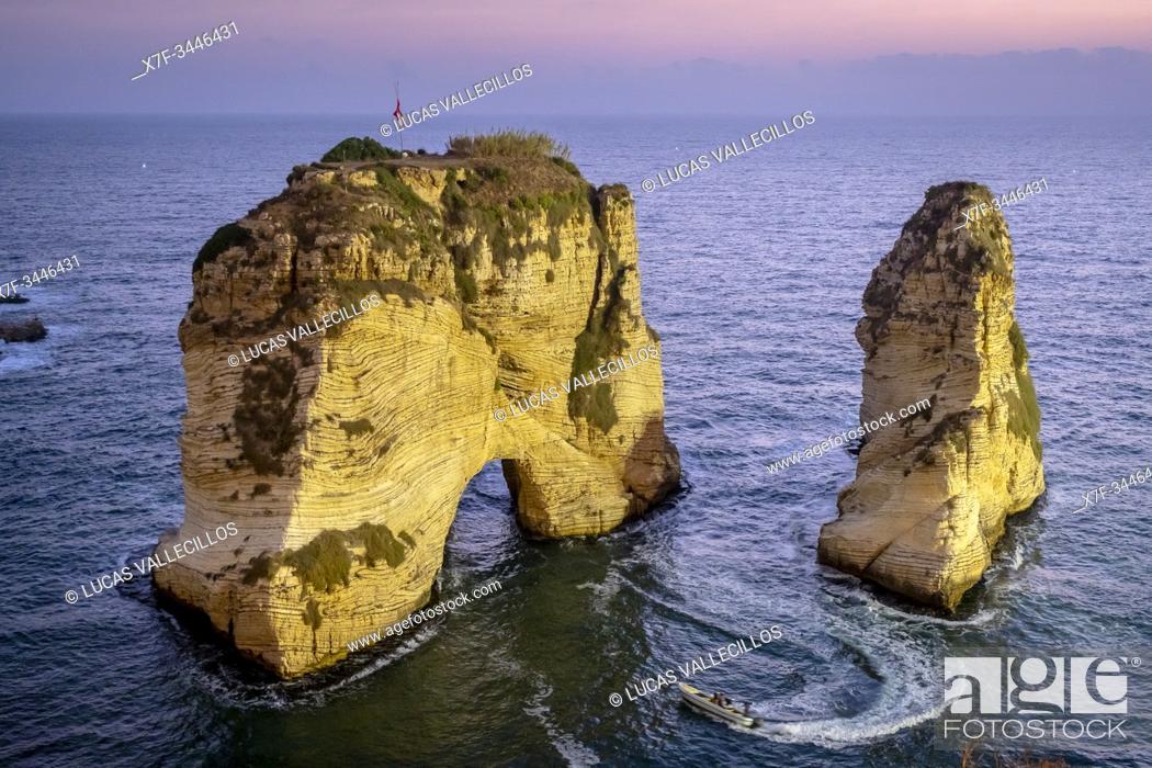 Imagen: Raouche Rocks, Beirut, Lebanon.