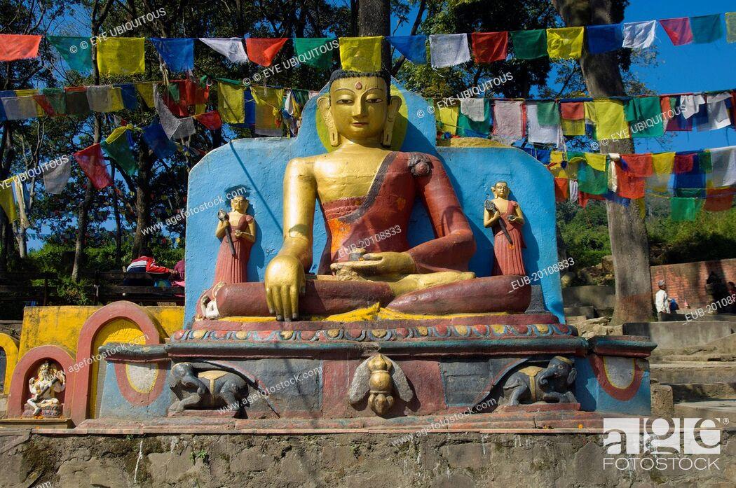 Imagen: Buddha statue at the foot of the Swayambunath Monkey Temple.