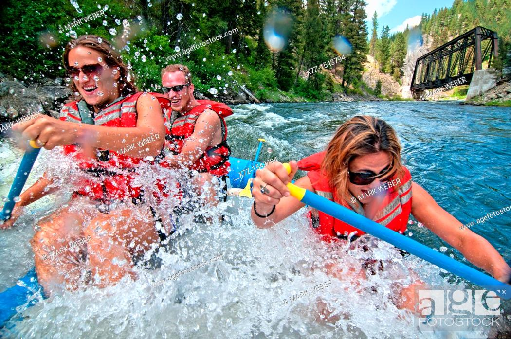 Imagen: Whitewater rafting the Cabarton section on the North Fork of the Payette River near the city of Cascade in central Idaho.