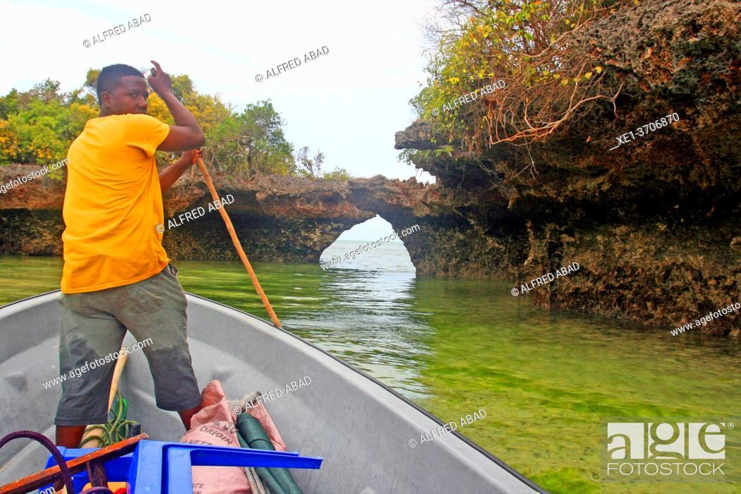 Photo de stock: boatman, Unguja island, Kizimkazi, Zanzibar.