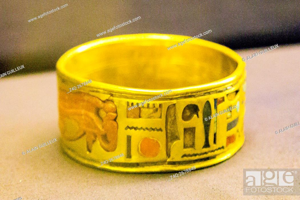 Stock Photo: Egypt, Cairo, Egyptian Museum, jewellery found in the royal necropolis of Tanis, burial of the king Psusennes I : Bracelet engraved on both sides.