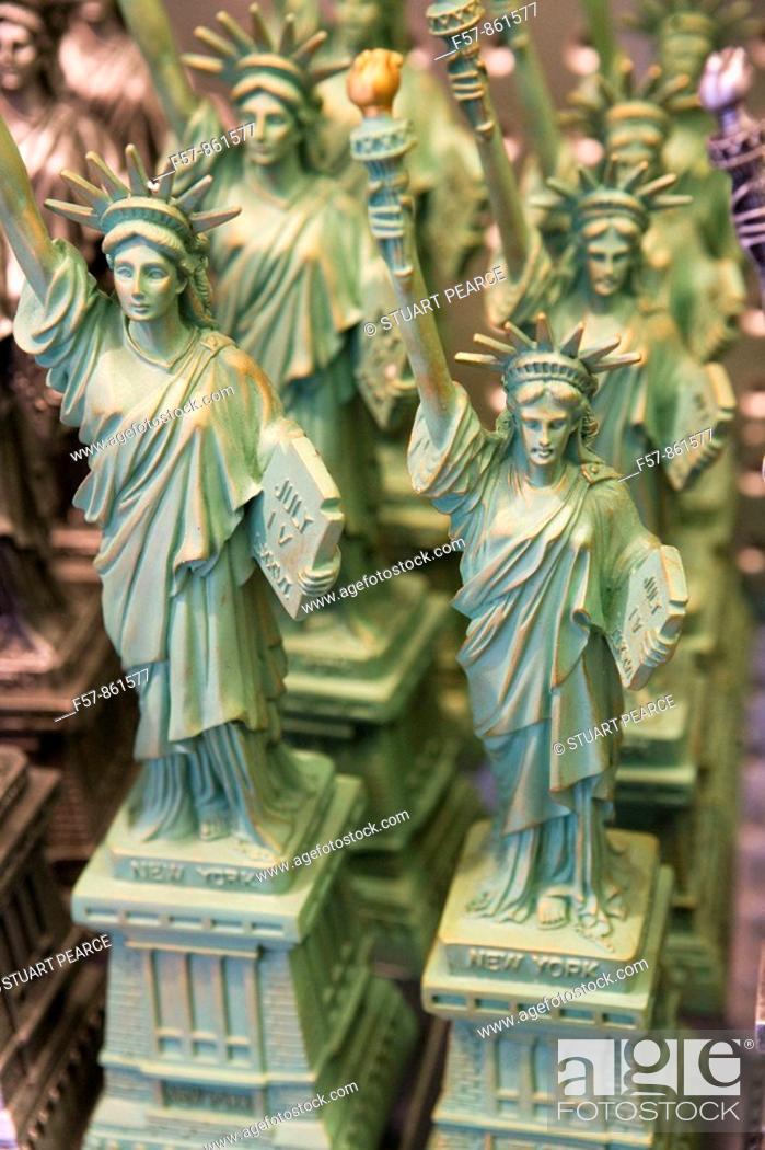 Imagen: Liberty Statuettes, New York City, USA.