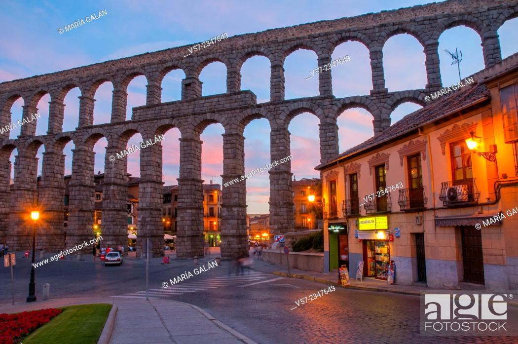 Photo de stock: Roman aqueduct, night view. Segovia, Castilla Leon, Spain.