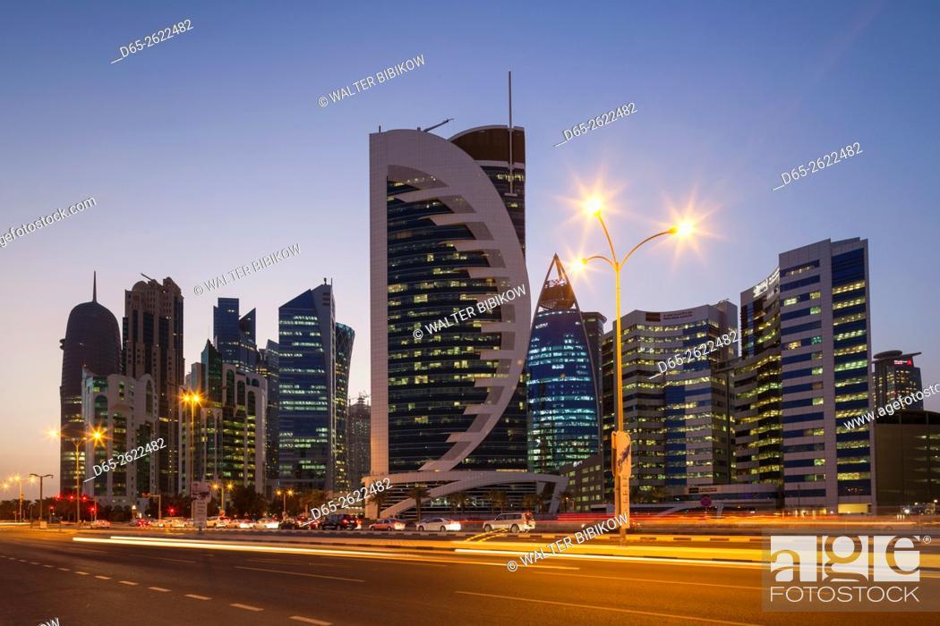 Imagen: Qatar, Doha, Doha Bay, West Bay Skyscrapers, dusk.