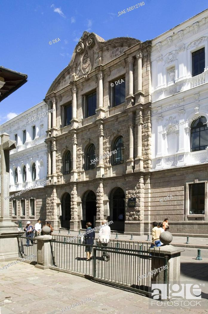 Stock Photo: Ecuador - Pichincha Province - Quito. UNESCO World Heritage List, 1978. Building on Plaza de la Independencia, also called Plaza Mayor or Grande, 16th century.