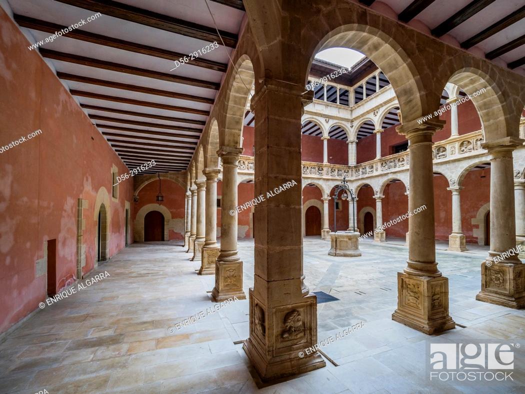 Imagen: Reales Colegios, Tortosa, Tarragona province, Catalonia, Spain.