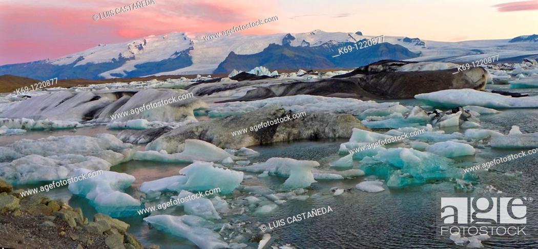 Stock Photo: Icebergs  Sunrise at Jökulsárlón Glacier Lagoon  Iceland.