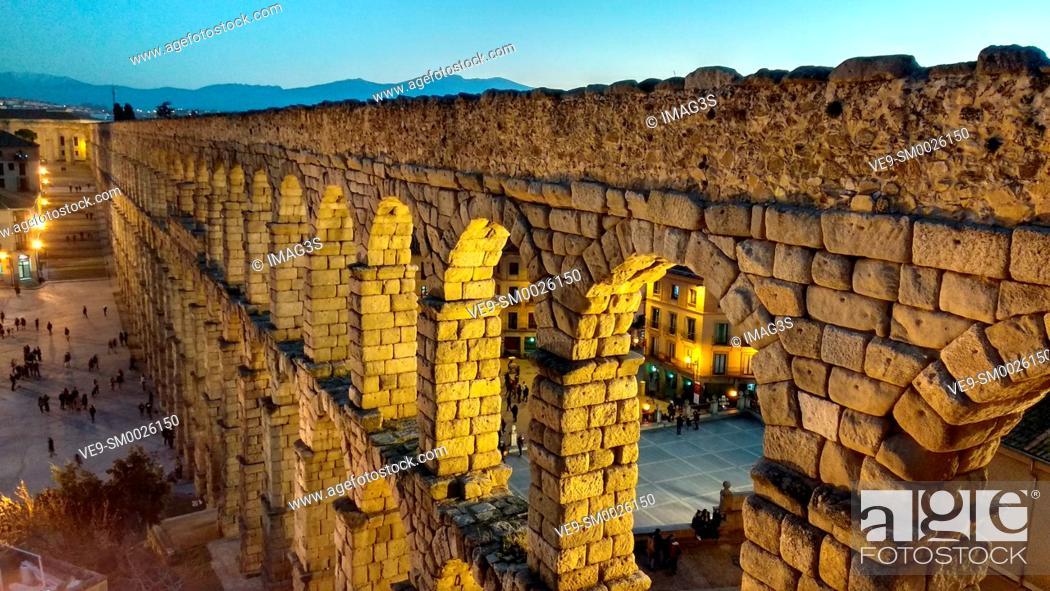 Imagen: Ancient Roman aqueduc, Segovia, Spain.