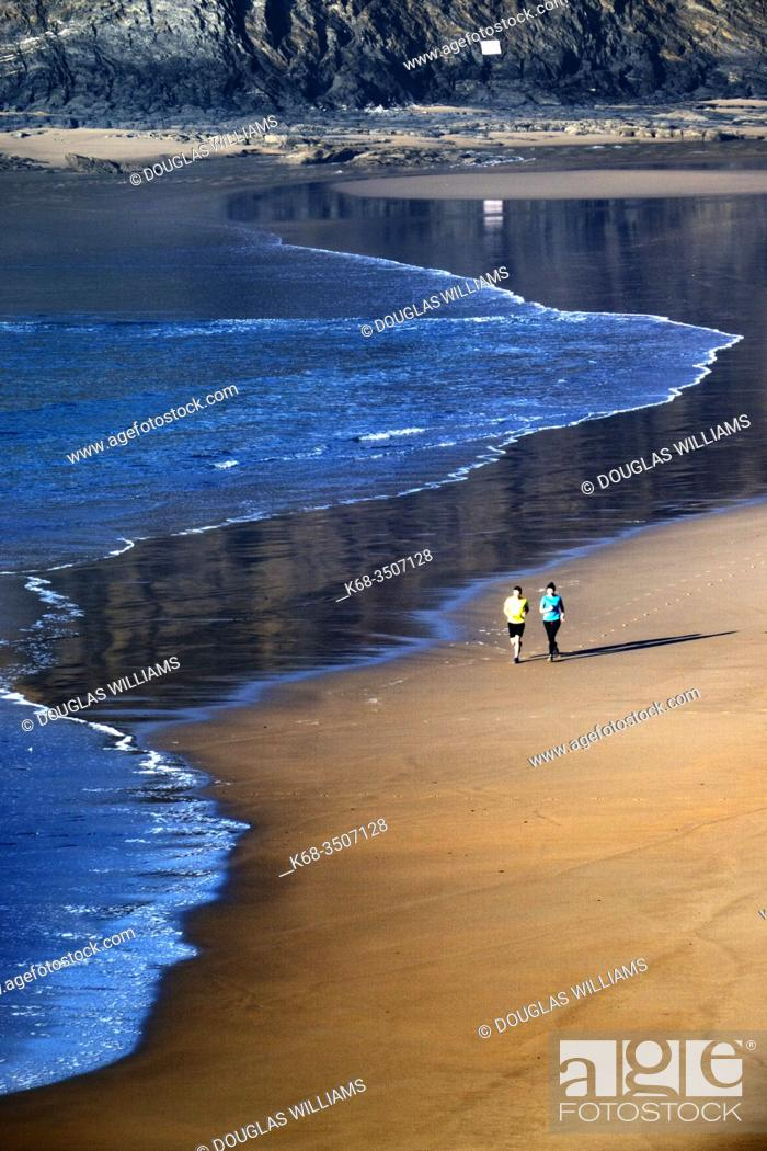 Imagen: Praia de Odeceixe, Vicentine Coast Natural Park, Algarve, Portugal.