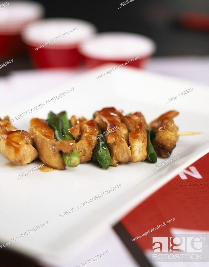 Imagen: yakitori-pinchos de pollo.
