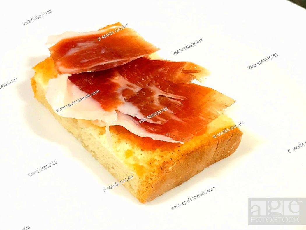 Imagen: Iberian ham with tomato on toast. Spain.