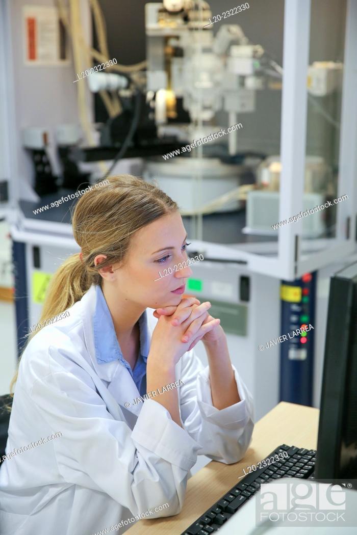 Stock Photo: Researcher. X-ray diffractometer. Technological Services to Industry. Tecnalia Research & Innovation, Donostia, San Sebastian, Gipuzkoa, Basque Country, Spain.