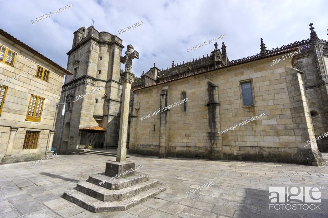 Imagen: Real Basilica Menor de Santa Maria la Mayor, Plaza de Alonso de Fonseca, Pontevedra, Galicia, Spain.
