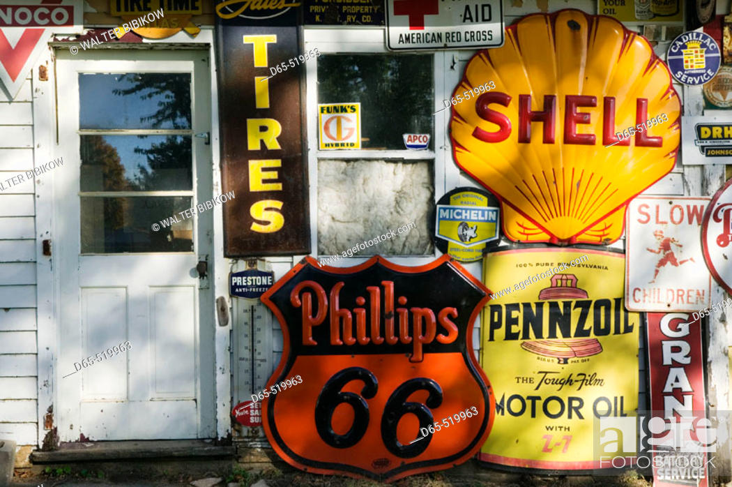 Stock Photo: Preston's Lincoln Highway Vintage Gas Station Museum. Belle Paine. Iowa. USA.
