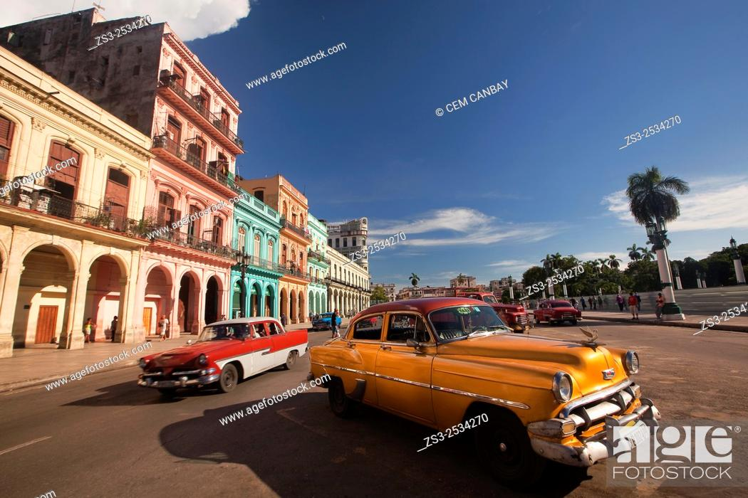 Stock Photo: Old american cars at the traffic in the city center, Havana, Cuba, West Indies, Central America.