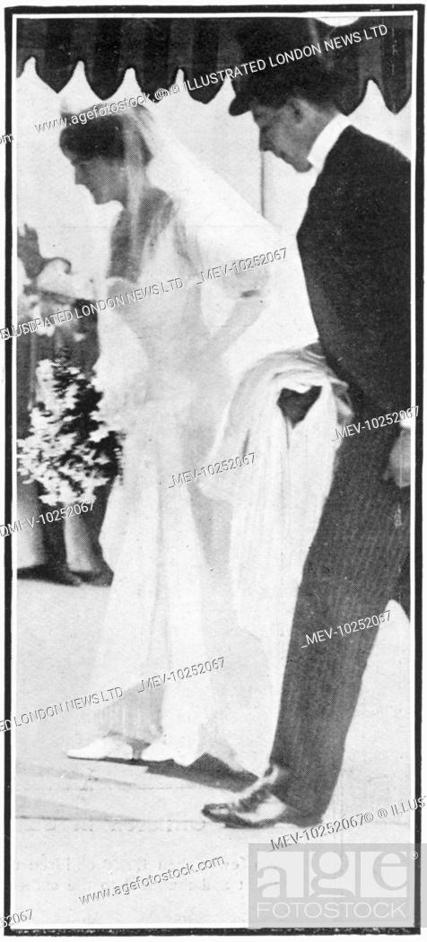 Stock Photo: Clementine Hozier, arriving at St. Margaret's Church in Westminster for her marriage to Winston Churchill on 12th September 1908.