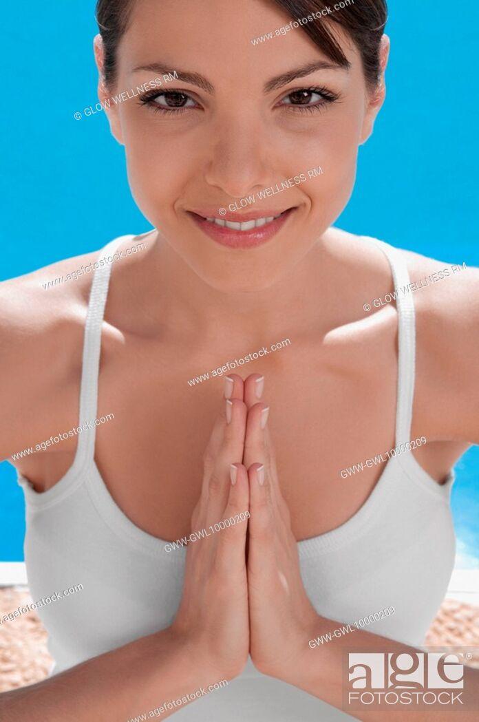 Imagen: Portrait of a woman in prayer position.