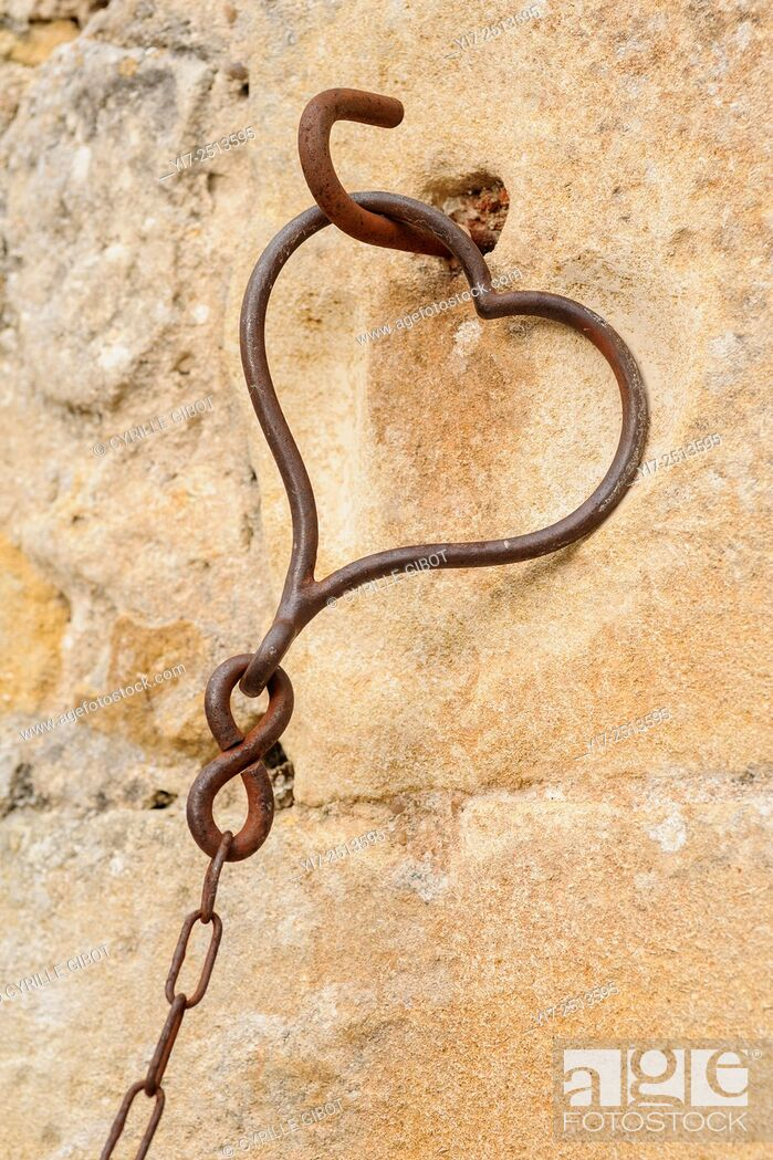 Stock Photo: Heart shaped chain link, Indre et Loire, France.