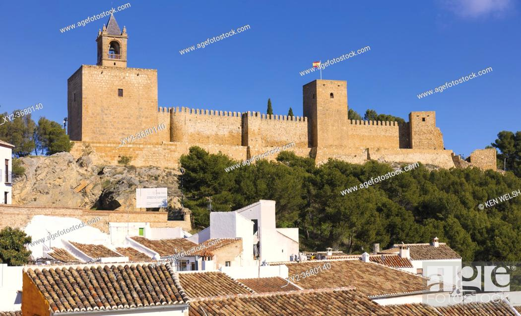 Imagen: The Alcazaba of Antequera, Malaga Province, Andalusia, southern Spain. The medieval castle was built by the Moors over earlier Roman fortifications.