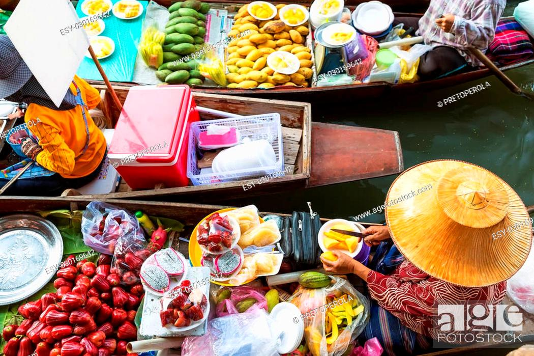 Stock Photo: Traditional floating market in Damnoen Saduak near Bangkok. Thailand.