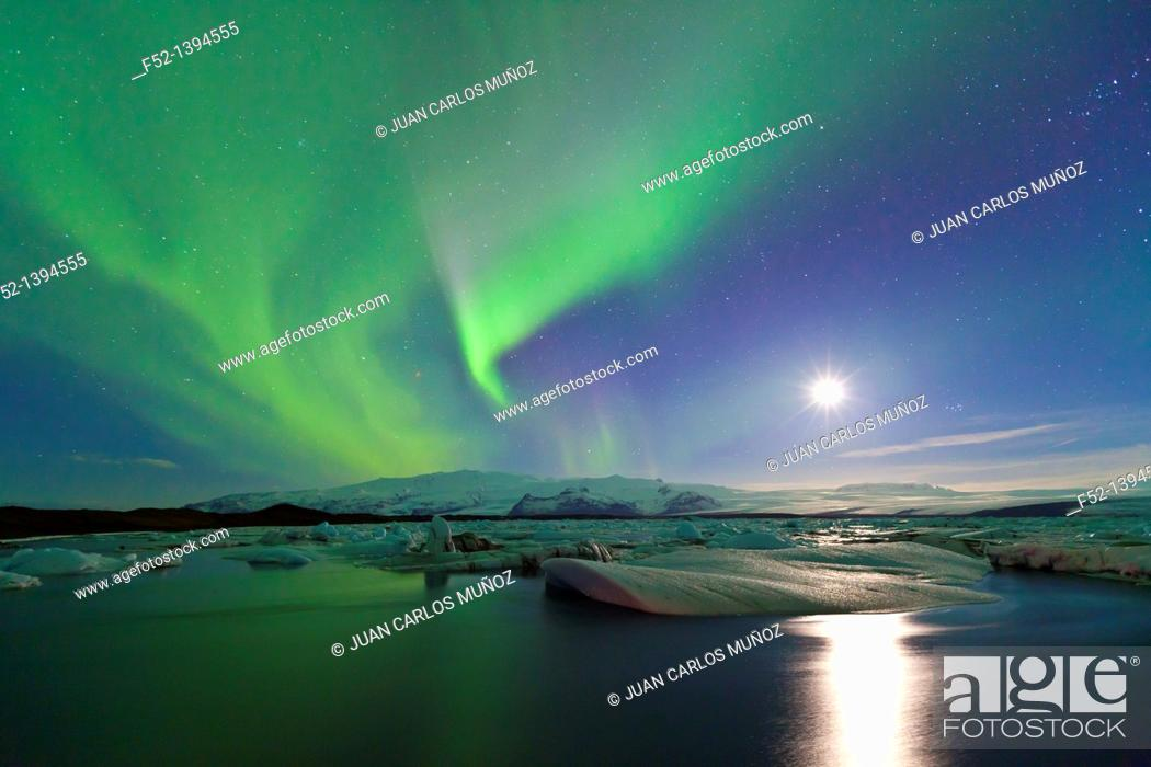 Stock Photo: Northern lights, Jokulsarlon glacier lagoon, Southern Iceland (March, 2011).