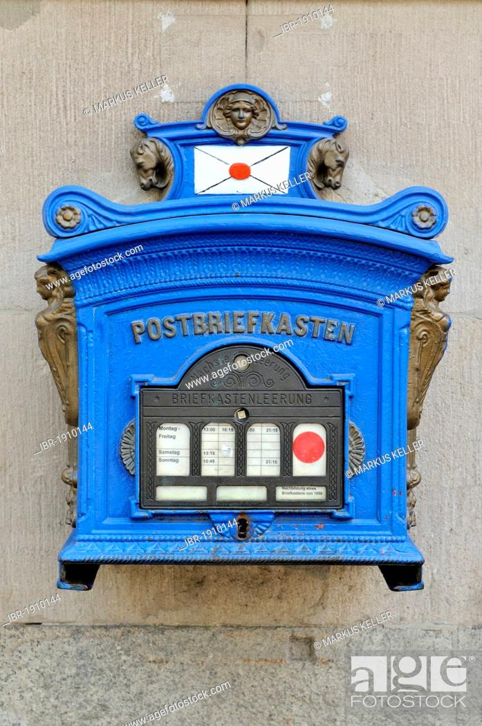Imagen: Replica of a letterbox from 1896, Potsdam, Brandenburg, Germany, Europe.